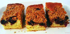 blauwe bessen crumble cake. note to self: cakerecept x 1.5 en 350 gr fruit. fruit en kruimellaag na 20 min over cake verdelen.