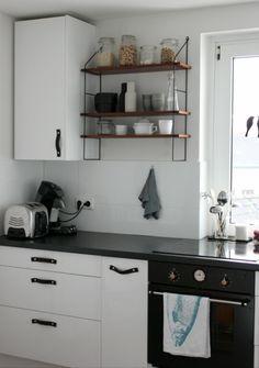 Ein schönes Küchen-DIY: Türgriffe aus Leder, in der Küche von Mitglied Karyna…