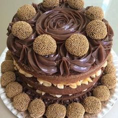 Brigadeiro Cake and Gourmet Kiss, a real delight to do, see, eat, and sell. It takes two covers. Sweet Recipes, Cake Recipes, Dessert Recipes, Brigadeiro Cake, Drip Cakes, Love Cake, Pretty Cakes, Creative Cakes, Yummy Cakes