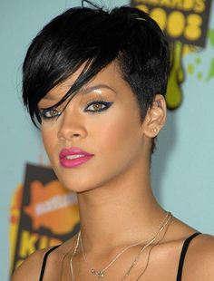 Are you a die-hard fan of Rihanna? Here are 10 trendy Rihanna short hairstyles for you to look at Pixie Hairstyles, Rihanna Hairstyles, Short Pixie Haircuts, Undercut Hairstyles, Hairstyles For Round Faces, Short Hairstyles For Women, Cool Hairstyles, Undercut Women, Rihanna Short Haircut
