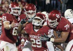 Oklahoma Sooners gather round Spence Tillman...