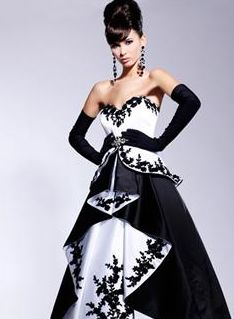The 616 best Gothic wedding-dresses and accessories images on ...