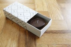 easy cardstock paper sliding gift box (if I ever run out of regular gift box)