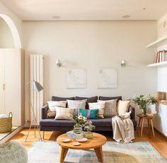 00442268. Con todo el almacenaje en una pared Small Living Rooms, Salons, Sweet Home, Couch, Furniture, Home Decor, Interiors, Ideas, Ikea Sofa