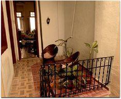 Patio interior con el salón al fondo. Patio Interior, Colonial, Home, Castles