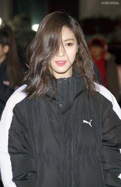 Cre on pic Blackpink Fashion, Korean Fashion, South Korean Girls, Korean Girl Groups, Korean Princess, Rapper, Pretty Asian, Airport Style, New Girl