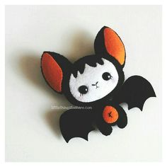 BABY BAT (PDF) This is BABY BAT, this little buddy will look perfect as part of . - Real Time - Diet, Exercise, Fitness, Finance You for Healthy articles ideas Halloween Ornaments, Halloween Bats, Felt Ornaments, Halloween Decorations, Ornaments Ideas, Moldes Halloween, Adornos Halloween, Felt Diy, Felt Crafts