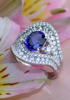 Precious AAA Tanzanite Ring with Diamonds | Feinster AAA Tansanit Ring mit Diamanten | Explore: Schmucktraeume.com | Like: https://www.facebook.com/pages/Noble-Juwelen/150871984924926