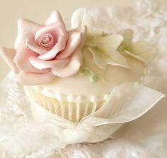 Cupcake Rose, Cupcake Art, Flower Cupcakes, Wedding Cupcakes, Vintage Cupcake, Valentine Cupcakes, Cupcake Toppers, Valentine Treats, Cupcake Fondant