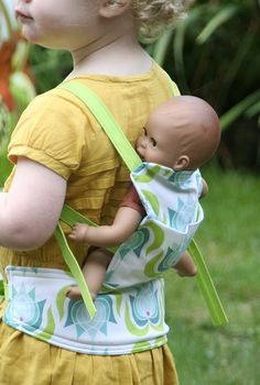 tutorial for baby doll carrier Baby Doll Clothes, Sewing Clothes, Baby Dolls, Liv Dolls, Sewing For Kids, Baby Sewing, Diy For Kids, Baby Doll Carrier, Ergo Carrier