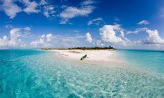 Die #Bahamas sind ein karibischer Inselstaat, nordöstlich von Kuba gelegen und gelten als absolute Traumdestination für Urlauber. Die Destination steht für alles was das Touristenherz begehrt - strahlend weiße Sandstrände, Taucherparadiese und grüne Palmenlandschaften. Wie auch in der restlichen Karibik, liegt die beste Reisezeit in den Monaten November bis April.