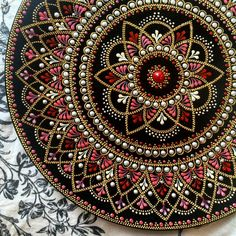 process of painting plates Mandala Design, Mandala Art, Mandala Rocks, Mandala Drawing, Mandala Painting, Mandala Pattern, Dot Art Painting, Painting Patterns, Stone Painting