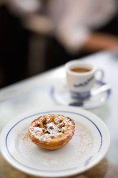 Die Pastéis de Nata gehören zu den kleinen Lebensfreuden in Lissabons Alltag