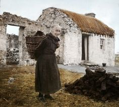 Woman with turf creel, Donegal Ireland 1936 : OldSchoolCool Old Pictures, Old Photos, Old Irish, Irish Culture, Irish Cottage, Ireland Homes, Prince, England, Donegal