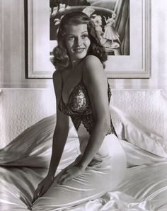 Rita Hayworth, the famous pin-up war world two GI's favorite pin-up she kept our US men soldiers winning the war. And my favorite from Rita Hayworth collection. Hollywood Stars, Old Hollywood Glamour, Golden Age Of Hollywood, Vintage Hollywood, Classic Hollywood, Hollywood Life, Rita Hayworth, Vintage Beauty, Vintage Glamour