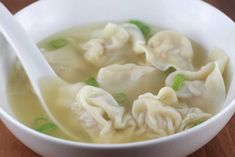 My Most Favorite Won ton Recipe! Ingredients Won Ton Wrappers Ground Pork Water Salt and my secret ingredient, Chopped Brussle sprouts (you wont need very many, 3 for a good sized pot) Healthy Soup Recipes, Great Recipes, Easy Recipes, Healthy Food, Cooking Tips, Cooking Recipes, Asian Cooking, Asian Recipes, Ethnic Recipes