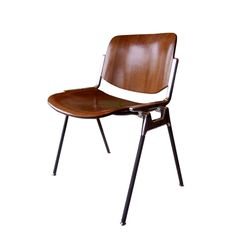 not usually into 70s mod, but this Castelli chair has just the right amount of elegance...