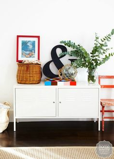 Retro Nautical Cottage Decor: http://beachblissliving.com/retro-beach-chic-home-peace-love-sandy-feet/
