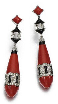 A PAIR OF ART DECO CORAL, ONYX AND DIAMOND EAR PENDANTS, VAN CLEEF & ARPELS, 1922. The coral drops inset with onyx and millegrain-set with circular- and single-cut diamonds, unsigned, numbered, screw back fittings later, case Van Cleef & Arpels, 22 Place Vendôme, Paris. #VanCleefArpels #ArtDeco #earrings