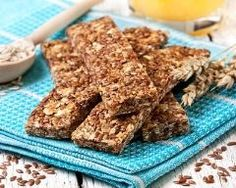 Barres de céréales complètes : http://www.cuisineaz.com/recettes/barres-de-cereales-completes-84786.aspx