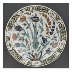 Plat au cyprès et aux tulipes bleues - Musée national de la Renaissance (Ecouen)