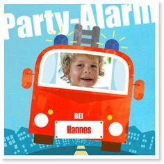 """<h1>Einladungskarten Kindergeburtstag Feuerwehrparty</h1> Das Motto der <strong>Einladunskarte """"Feuerwehrparty""""</strong> heißt: Partyalarm! Der <strong>Kindergeburtstag</strong> Ihres Sprößlings steht an und diese <strong>Einladungskarte</strong> macht mit Blaulicht und Sirene den Weg frei für das <strong>Geburtstags</strong>party-Einsatz-Team. Mit für einen Notfall angemessen, knappen und verständlichen Symb..."""