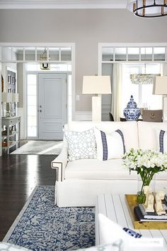 Beautiful and bright spring living room decorating in blue, white and brass plus our new gorgeous brass chandeiers and wall sconces! Southern Living Rooms, Coastal Living Rooms, Rugs In Living Room, Home And Living, Living Room Designs, Blue And White Living Room, Classic Living Room, Hamptons Living Room, White Sofas