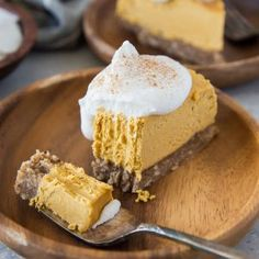 Made without flour, dairy, or refined sugar, this Paleo Pumpkin Cheesecake by roastedroot makes a marvelous healthy, holiday dessert! Vegan Pumpkin Cheesecake Recipe, Paleo Pumpkin Pie, Dairy Free Cheesecake, Healthy Cheesecake, Pumpkin Dessert, Paleo Dessert, Pumpkin Recipes, Dessert Recipes, Paleo Fudge