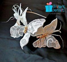Fascinator bianco sposa pizzo farfalla di PresentPerfectStudio