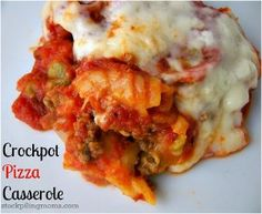 Slow Cooker Pepperoni Pizza Casserole - This is one of those easy slow cooker casserole recipes that's great for a weeknight meal. If your family likes pizza, they'll love this creative casserole recipe.