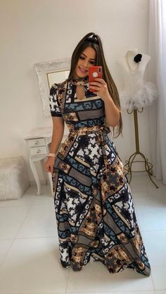 #Vestidolongo #Modaevangelica Modest Outfits, Classy Outfits, Chic Outfits, Fashion Outfits, Curvy Girl Fashion, Modest Fashion, Petite Fashion, African Fashion Dresses, African Dress