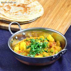 Wegetariańskie curryz ziemniakami i zielonym groszkiem zanurzonymi w aromatycznym pomidorowym sosie to popularne danie kuchni indyjskiej. Aloo Matar(aloo to ziemniaki, natomiastmatar to zielony groszek), bo tak w hindi nazywana jest ta potrawa, wywodzi się z kuchni Pendżabu. Bardzo proste w … Czytaj dalej →