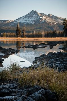 Sunrise at Sparks Lake Oregon USA // Jeff Carlson