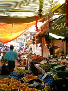Suq. A glimpse from the main market in Amman, Jordan I can't wait to be there. I'm feeling homesick for Gaeta but I know they won b the same.