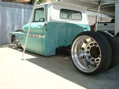 Not too into the rat rods or chopped stuff but this is sweet