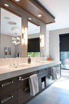 Modern in Mississauga contemporary-bathroom