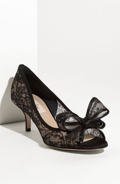 Lace bow pump (Theatrical Romantic Kibbe type)