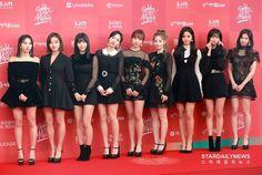queen are twice❤ Nayeon, Kpop Girl Groups, Korean Girl Groups, Kpop Girls, Girl Day, My Girl, Twice Group, Jihyo Twice, Golden Disk Awards