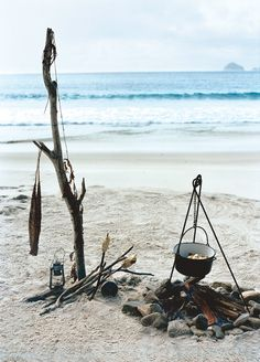 What I wouldn't give right now to get away to the beach, hang out by the fire with some hot cocoa and snuggle under a blanket on the sand...yes please.  #weekend #getaway #beach