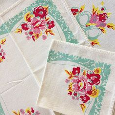Vintage Tablecloth and 2 Napkins