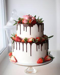 Sweet 16 Cakes, Cute Cakes, Yummy Cakes, Sweet 16 Birthday Cake, Birthday Cake Girls, Birthday Cakes, Drip Cake Recipes, Dessert Recipes, Diva Cakes