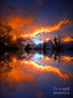 Sunset reflection - ©Tara Turner (via FineArtAmerica)