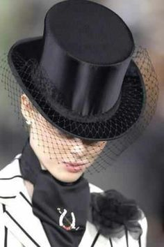 Celebrities who wear, use, or own Ralph Lauren Spring 2008 Hat. Also discover the movies, TV shows, and events associated with Ralph Lauren Spring 2008 Hat. Ralph Lauren, Looks Black, Black And White, Black Top Hat, Black Hats, Wearing A Hat, Love Hat, Equestrian Style, Fascinators