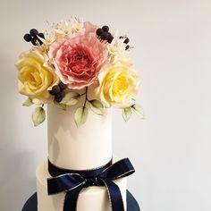 Sugar flowers wedding cake Wedding Cakes With Flowers, Sugar Flowers, Decor, Decoration, Decorating, Dekorasyon, Dekoration, Home Accents, Deco