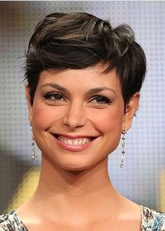 Just check out here sensational trends of pixie haircuts for short hair to show off for modern hair look in 2020. All the bold ladies may use to wear this latest short haircut style to make them look cool and sexy. Latest Short Haircuts, Trendy Haircuts, Short Pixie Haircuts, Modern Hairstyles, Pixie Hairstyles, Short Hair Cuts, Pixie Haircut Styles, Haircut Styles For Women, Pixie Styles
