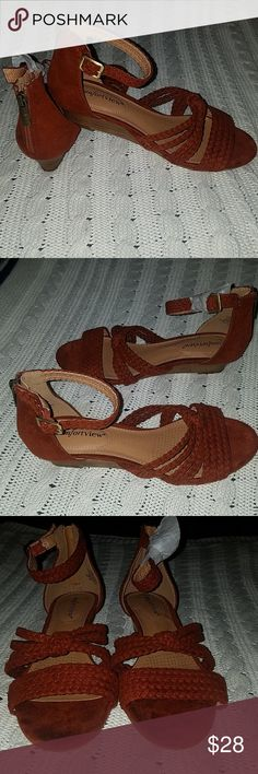 7c2e37867 Shop Women s comfortview Orange size Sandals at a discounted price at  Poshmark. mother in law got rid of all the boxes! So your gain 😁 Never  worn!