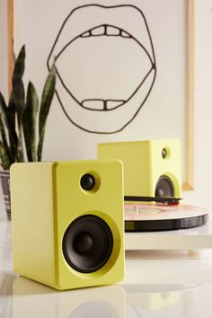 LE-43 Wireless Bookshelf Speakers Set - Urban Outfitters