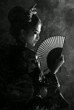 """GEISHA"" by Cicik Sri Wulandari; Winterfox isn't about a geisha but the photograph was stunning and I had to include it Japanese Geisha, Japanese Beauty, Japanese Art, Asian Beauty, Japanese Kimono, Geisha Kunst, Geisha Art, Memoirs Of A Geisha, Monochrom"