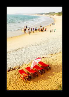 Candolim Beach in North Goa is famous as it is the birth place of Abba Faria, considered to be one of Goan freedom fighters and the Father of Hypnotism.  The white sandy Candolim beach naturally beaut