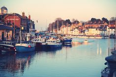 Somewhere in England... harbour. Boats, pubs and multi-coloured houses :)